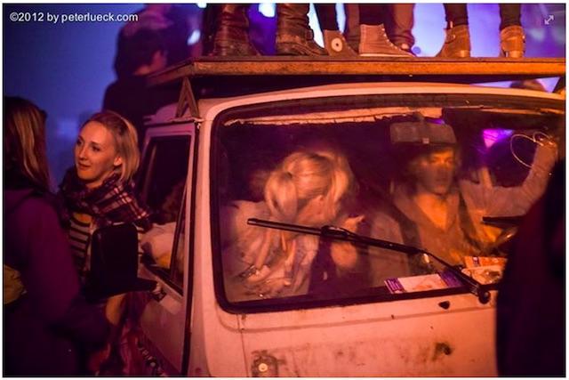 Dancefloor on vans top with vw bus type 3 and busChecker