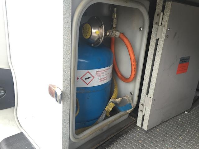 gasflasche vw bus  camper westfalia kofferraum schrank links unten buschecker buschecker