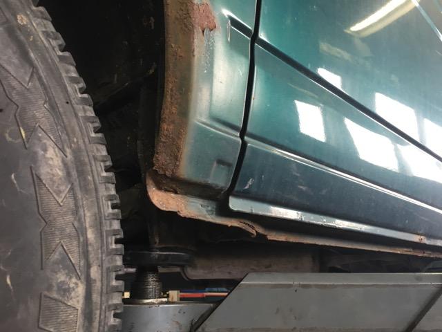 VW Bus T4 Radlauf hinten Rostvorsorge unter Schiebetuere
