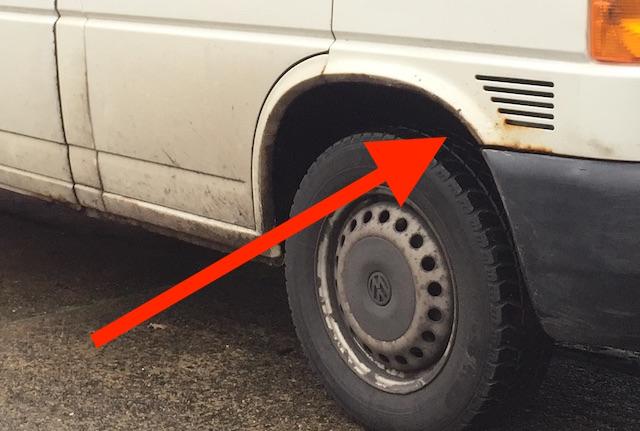 Kotfluegel Beifahrerseite VW Bus T4 vor der Restauration Rost kommt von Innen