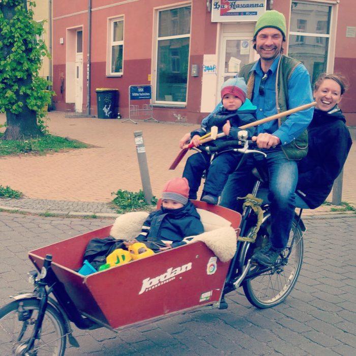 Papa mama wenzel u carlo fahren Lastenrad 05 2016 II