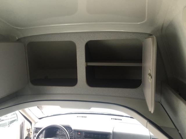 Staufächer in Fahrtrichtung vorne im VW Bus HochDachCamper