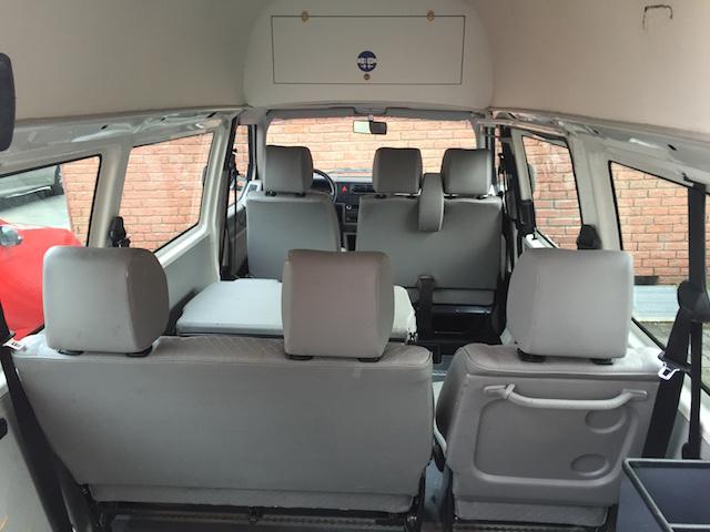 T4 hoch und lang zweite und dritte Sitzreihe im Fond