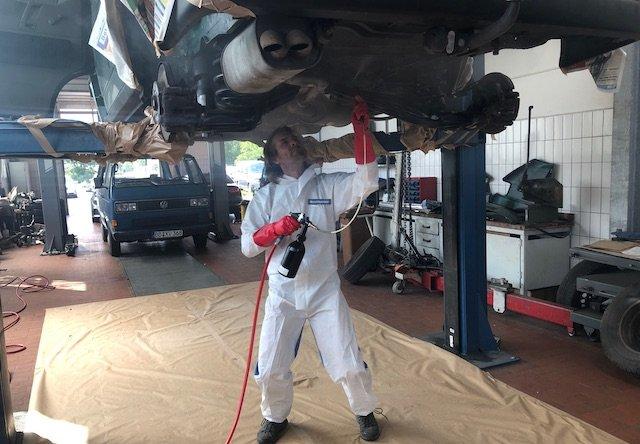 VW Bus Checker konserviert höchst persönlich mit Mike Sanders