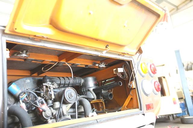 VW Bus T2 Motorraum sehr gut erhaltenes Blechkleid