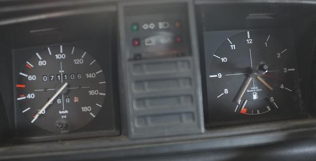 VW Bus T3 Kombiinstrument mit gelber Kontrollleuchte fuer Fernlicht