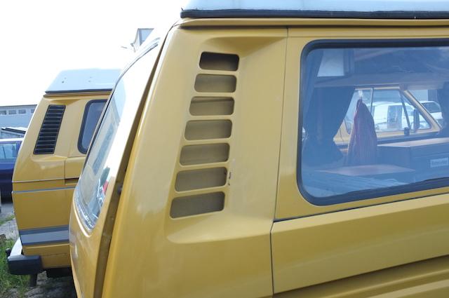 VW Bus T3 Lueftungsgitter D Saeule aus Metall Karrosserieblech