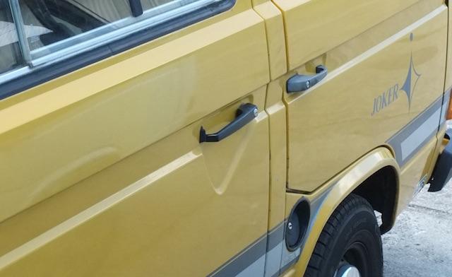 VW Bus T3 erste Serie bie 1986 mit grossem Schiebetuergriff