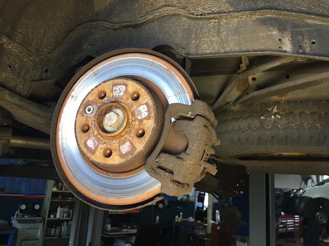 VW Bus T4 Bremse hinten Laufbild der Scheiben beachten