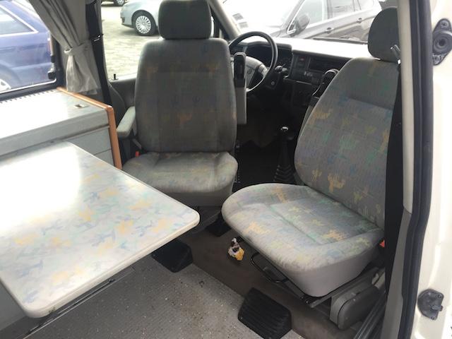 VW Bus T4 California Coach hat Platz für drei Personen
