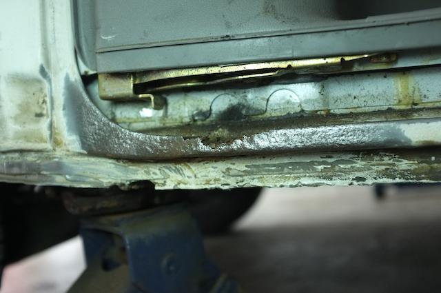 VW Bus T4 Durchrostung der Aufnahme für Dichtgummi Schiebtüre Nahaufnahme