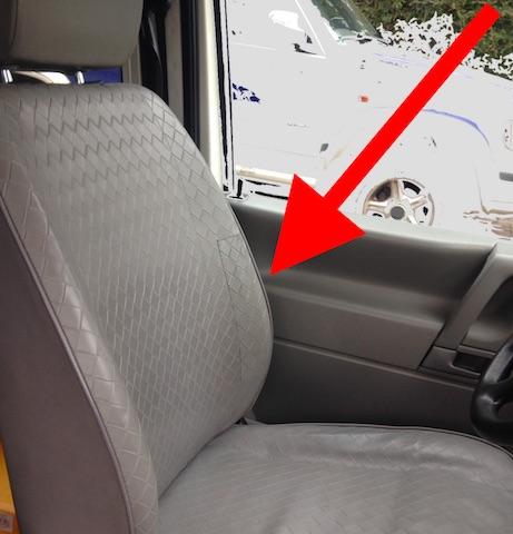 VW Bus T4 Fahrersitz Lehne durchgewetzt