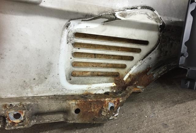 VW Bus T4 Kotflügel rosten von innen durch