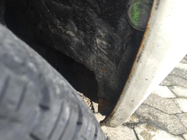 VW Bus T4 Radhaus Schwachstelle über der Wagenheberaufnahme links Nahaufnahme