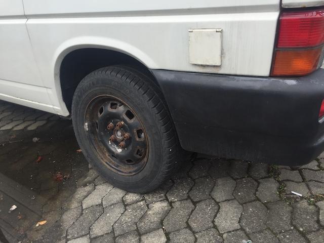 VW Bus T4 Radhaus hinten Links Rost an der Achsaufnahme