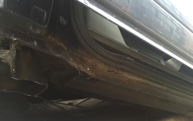 VW Bus T4 Rost an der Laufschine Schiebtuer unterhalb