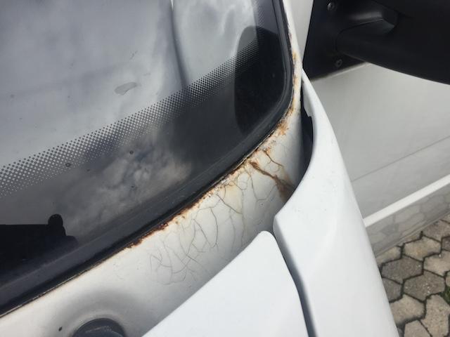 VW Bus T4 Scheibenrahmen Rost unterhalb Fahrerseite