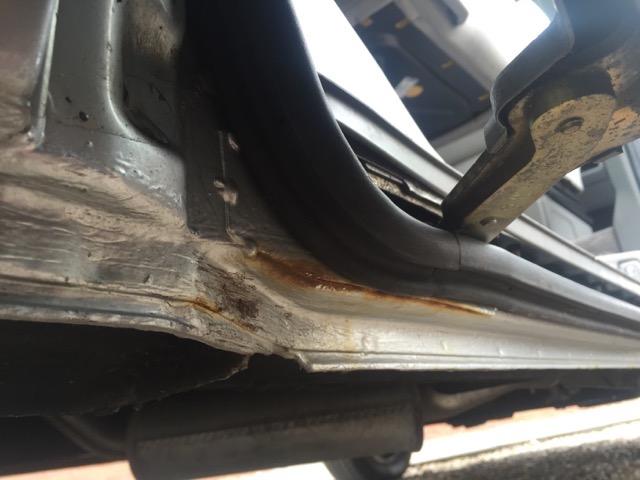 VW Bus T4 Schiebetuere Rost unterhalb Laufschiene maessig instand gesetzt