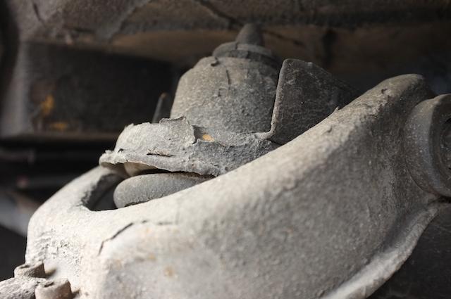 VW Bus billiger Unterbodenschutz bricht wieder auf