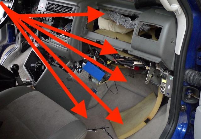 Dämmmaterial im VW Bus T4 Last Edition Armaturentafel
