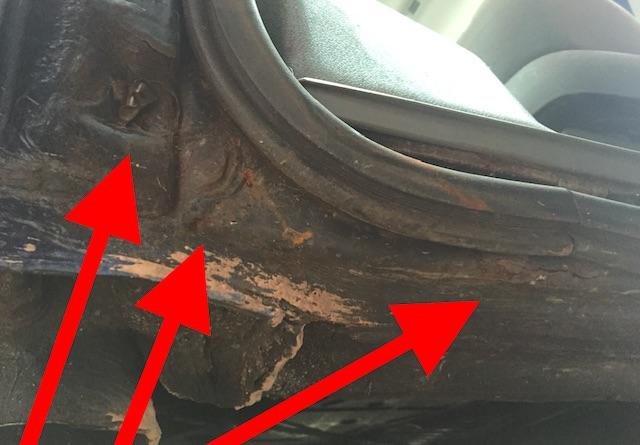 VW Bus Schiebetuer Aufnahme Dichtgummi hinten unten im Knick Rost