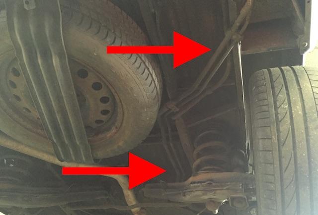 VW Bus T4 Leitungen zur Klimaanlage im Fond am Unterboden