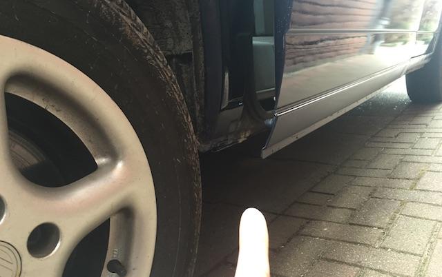 VW Bus T4 Rost unterhalb Laufschiene Schiebetuer unten hinten