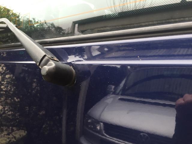 VW Bus T4 spiegelt sich in Heckklappe