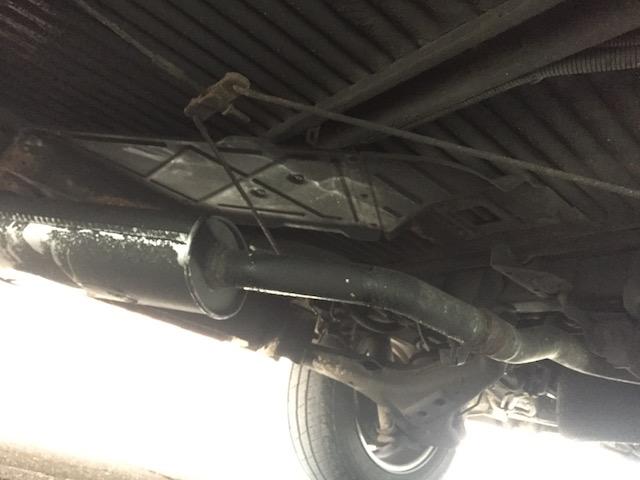 VW Bus Unterboden Oelfeucht druch undichte Oelfilteraufnahme
