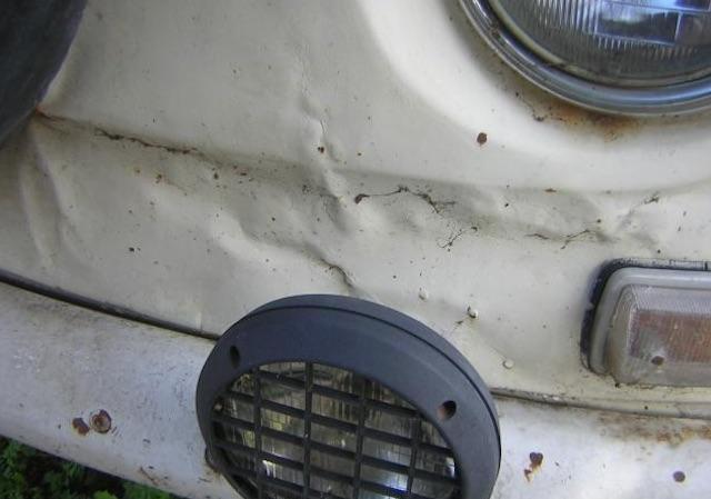 VW Bus T2a Frontschaden vorne rechts unterhalb nicht repariert