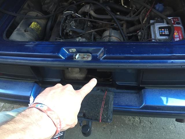 VW Bus T3 Diesel Motor Blick duruch die Serviceklappe mit dem BusChecker