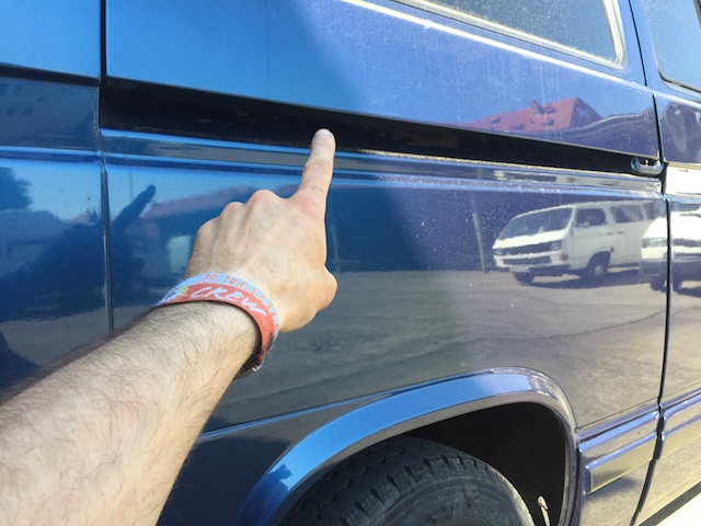 VW Bus T3 KarosserieCheck Laufschiene hinten mittig unterhalb