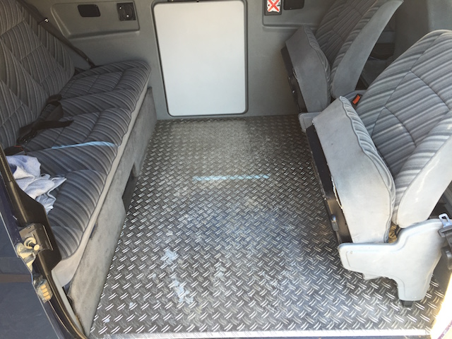 VW Bus T3 Riffelblech Fussboden wegen der Kids im Fond