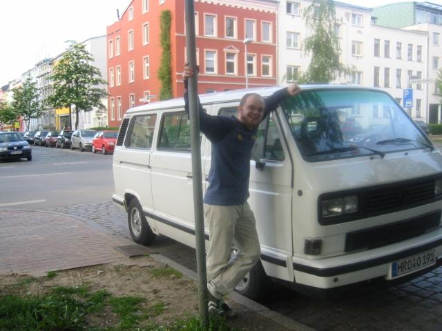VW Bus T3 white Star hergerichtet fuer Bodo im Bild Kumpel Gisie 2003
