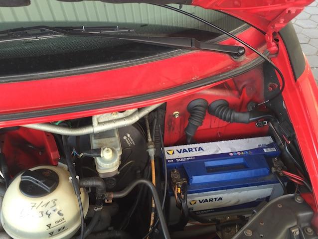 VW Bus T4 2.4 Diesel Motorraum sehr gut erhalten