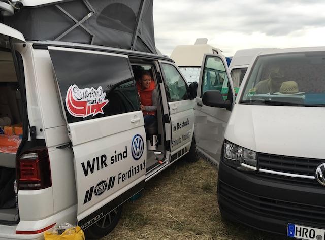VW Bus T6 California KlappDachCamper auf m zuparken 2016