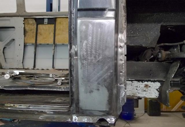 T3 B Säule fertig restauriert Blick aussen Draufsicht