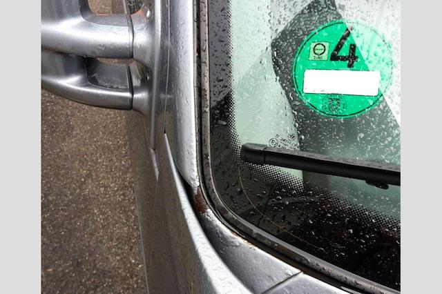 VW Bus T4 verrosteter Scheibenrahmen