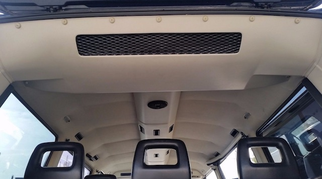 VW Bus T3 Syncro mit Klimahimmel Blick durch Heckklappe
