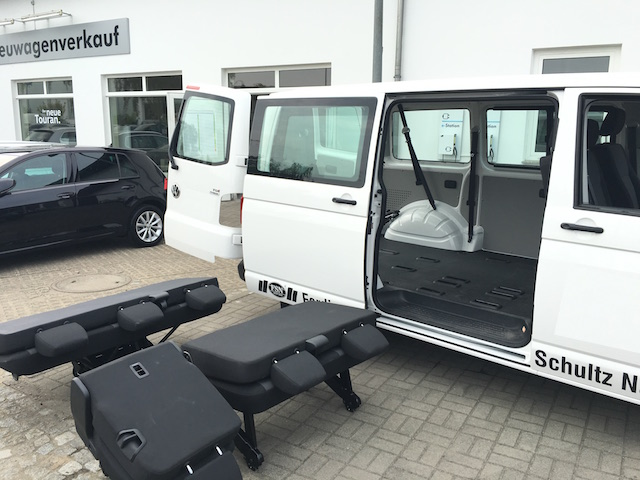 VW Bus T6 Caravelle ohne Sitze viel Stauraum