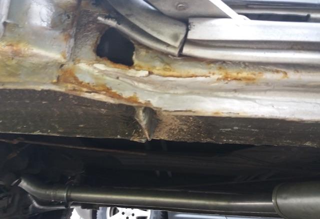ROST BEREICH SCHIEBETUERE HINTEN UNTERHALB VW BUS T4