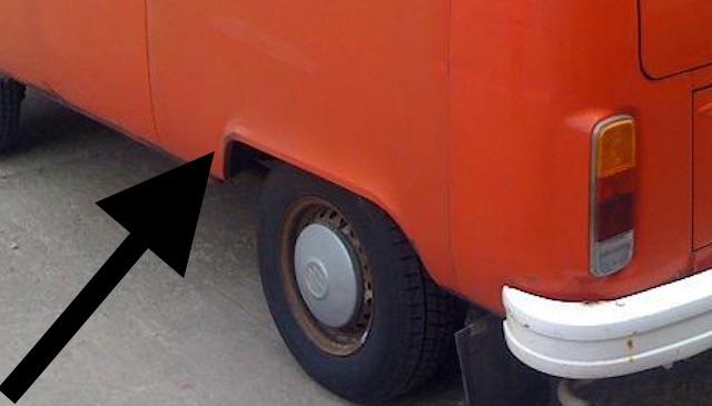 VW Bus T2 Radhaus hinten links leichter Rostansatz