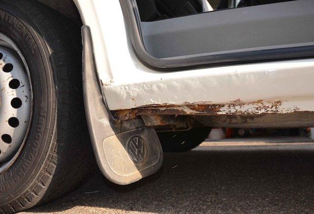 VW Bus T4 Holm stark angerostet Fahrerseite Einstieg