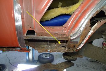 Vw Bus T2 durchrostetes Blech innen hinter Seitenwand hinten links
