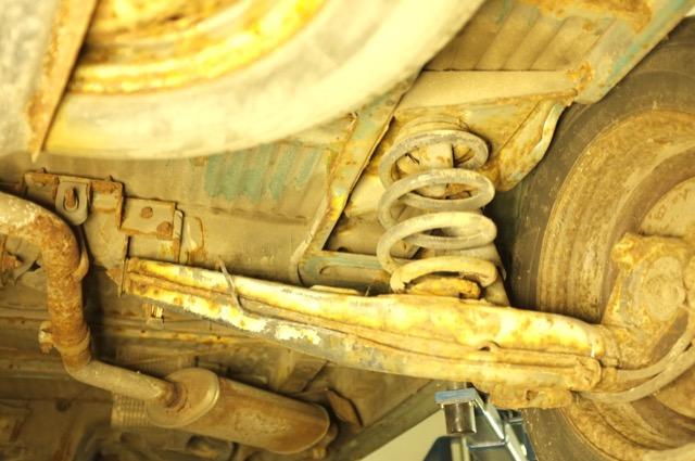 T4 Unterboden Rost stark neben Reserverad rechts