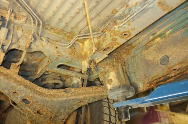 T4 Rost extrem Unterboden Qerlenker hinten links