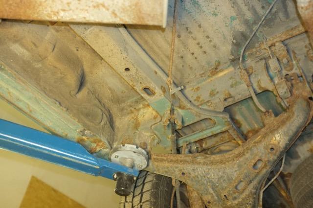 T4 Rost extrem Unterboden Qerlenker hinten rechts