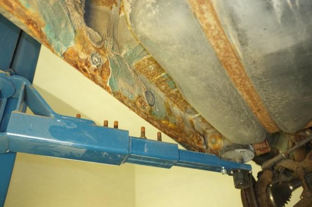 T4 Rost Unterboden Achsaufnahme links vorne