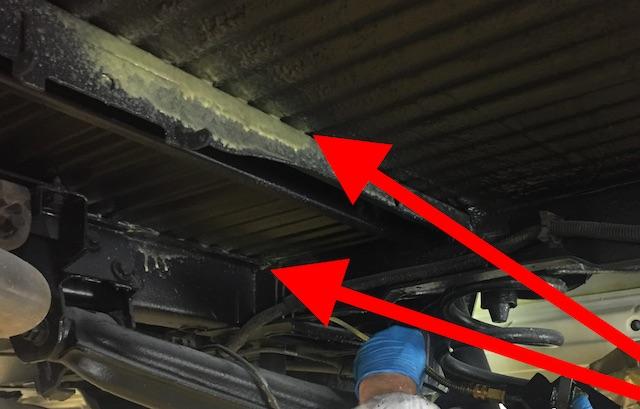 VW Bus T4 Korosionsschutzfett Mike Sanders einbringen