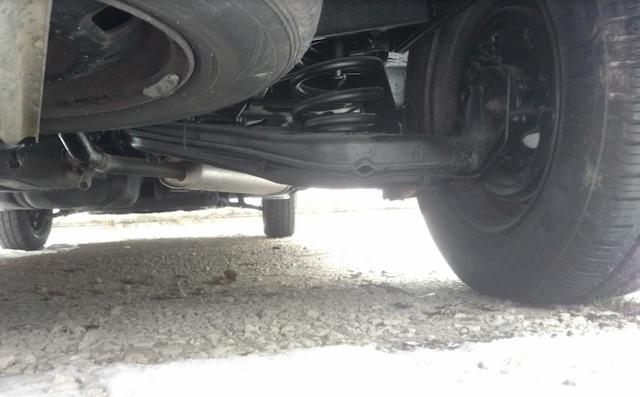 VW Bus T4 Unterboden frisch schwarz gemacht